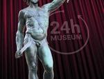 Francesco Vezzoli raffigurato come Perseo